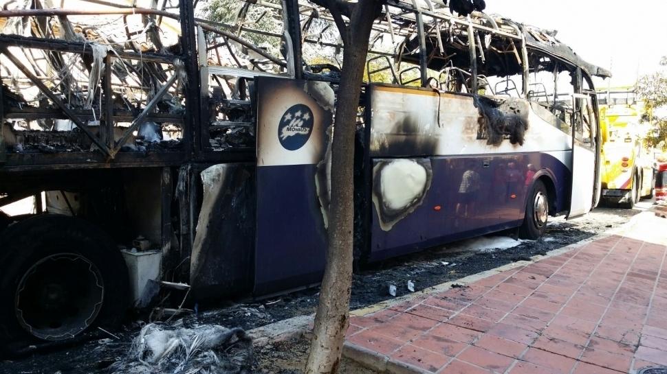 L'autobús incendiat, un altre factor que fa sentir preocupació als conductors