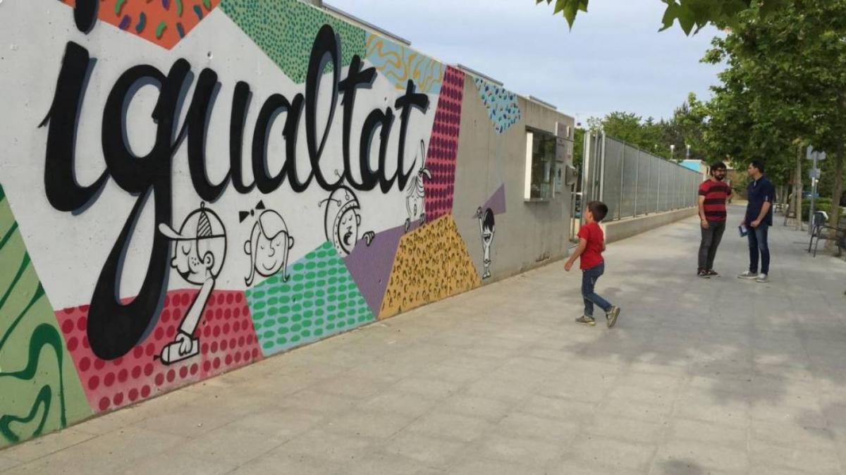 Un mural de reivindicació de l'escola pública a Igualada