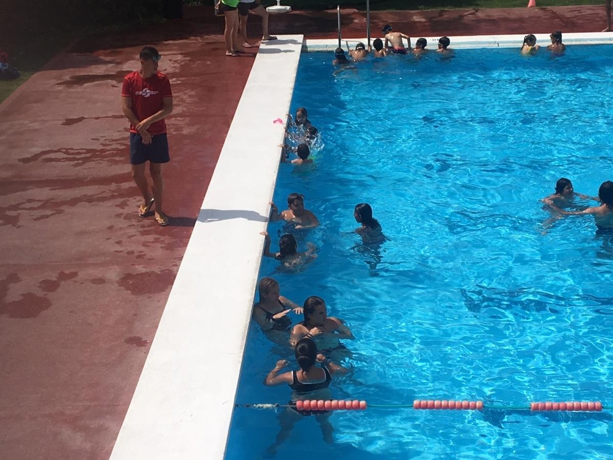 Una de les activitats a la piscina del Molí Nou, aquest matí