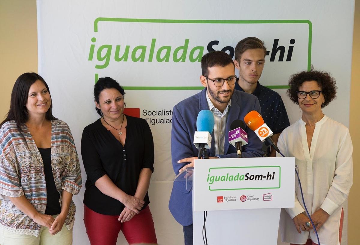 Cuadras, acompanyat d'altres membres d'Igualada Som-hi
