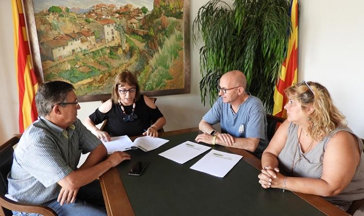 El batlle Jordi Madrid, al centre, amb els representants de Dispiera