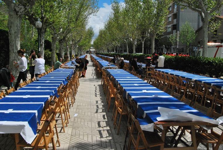 Més de 800 persones van assistir al dinar popular