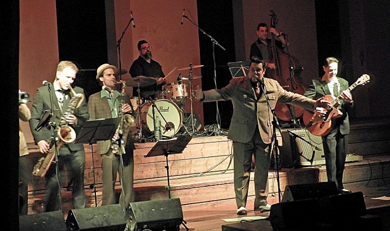 La banda, durant la seva actuació al MEV