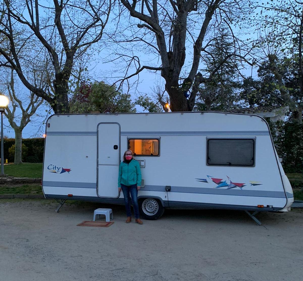L'Emma s'ha instal·lat en una autocaravana a fora de la residència